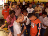 Thomas Ben prays with prisoners in Maracaibo State Prison. Note the bulge in the man's shirt. He is one of the inmate gang leaders and had a gun in his pocket. He received Jesus that day!