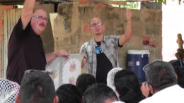 Pastor Ernie Brown from Arab AL drives home a point to the Wayuu pastors & leaders with Ruben Turtulici translating.
